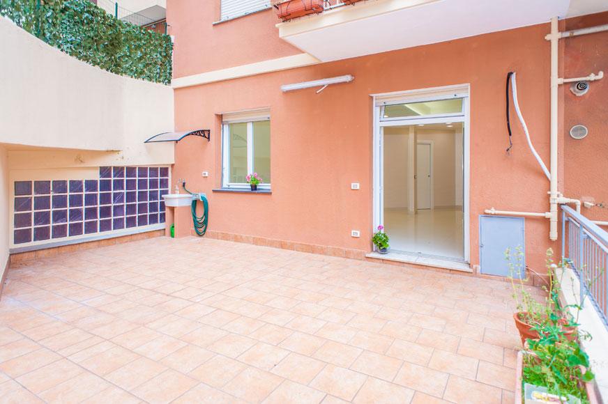 Vendita Bilocale Con Terrazzo Al Piano Via Cei San Martino